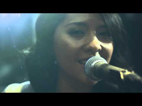 Free Download Lala Karmela - Berkilau - [mbdc Acoustic Sesh] Mp3 dan Mp4