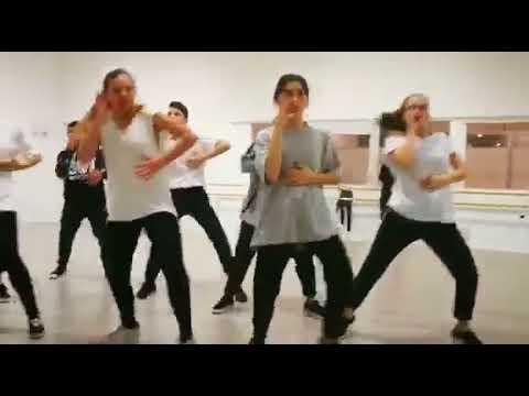 Scuola di danza danzart modugno insegnante danza hip hop for Arredamento scuola di danza