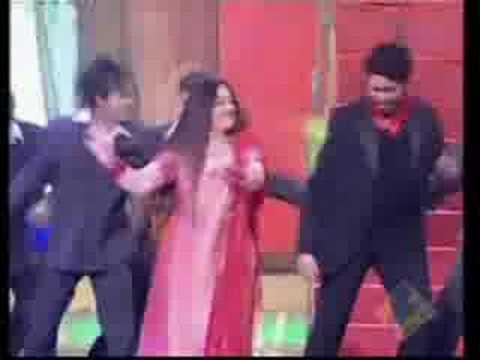 Aishwarya Rai and Abhishek Bachchan Performing during Zee ci