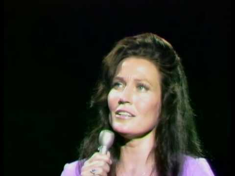 Loretta Lynn - In The Garden
