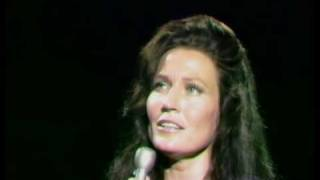 Watch Loretta Lynn In The Garden video