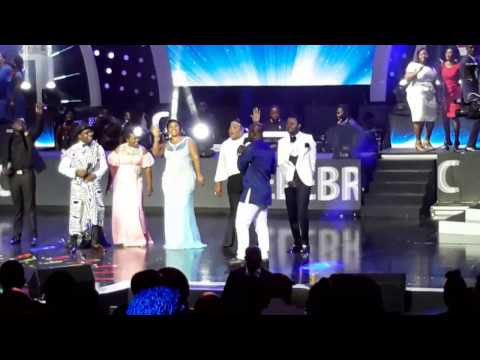 NACEE PERFORMS WITH GOSPEL ALL STARS AT VGMA 2017