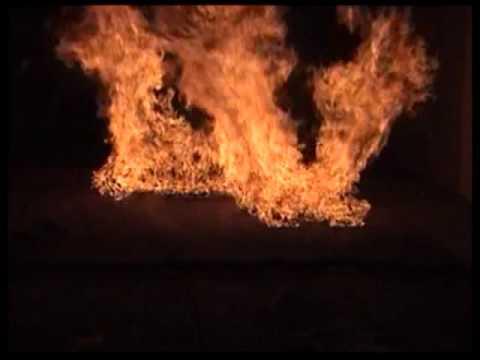 草の塊が沢山ある場所で火災が起こり さらに竜巻が発生してやばい