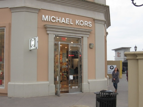 VLOG: LET'S GO SHOPPING AT MICHAEL KORS!!