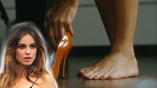 Kasia smutniak piedi nudi feet naked barefootscalza a gambekasia