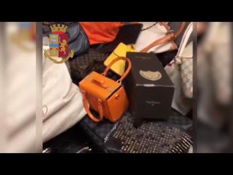Milano: borse, pellicce, gioielli: la refurtiva di lusso delle ladre d'appartamento
