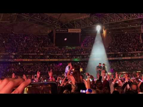 Coldplay - A Sky Full of Stars (Reprise + wedding proposal) Live Etihad Stadium, Melbourne 2016
