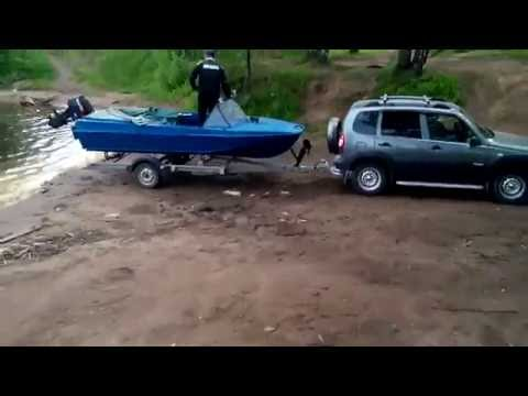 спуск лодки казанки на воду с прицепа водник.