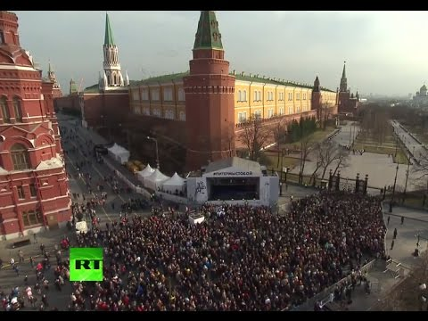 Muscovites pay tribute to St. Petersburg bombing victims