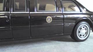 2001 Cadillac DeVille Presidential Limousine 1/24 scale