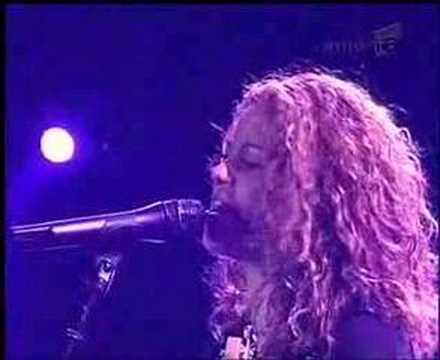 Shakira - Don't bother LIVE ROMANIA