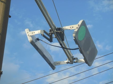 Amazing Thin Traffic Lights in Japan!!