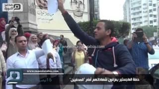 """مصر العربية   حملة الماجستير يمزقون شهاداتهم أمام """"الصحفيين"""""""