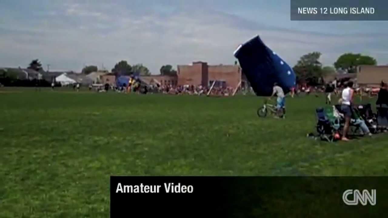 Wind Blows Kids Away Inside Bounce House - YouTube