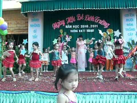 Lê Nguyễn Minh Thảo hát  khai giảng trường mầm non thị trấn Trâu Quỳ
