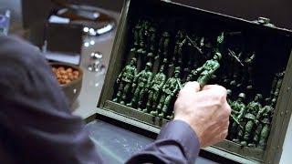 【穷电影】男子收到一盒奇怪的玩具,没想到玩具全部复活,对他发起了强攻