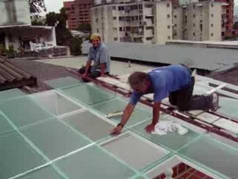 Colocando techo con cristales alambrados carlos nieves youtube - Colocacion de paves ...