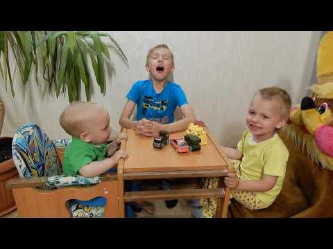Дети чихают 3. Чихают втроем / Children Sneeze / 재채기 / 打喷嚏了