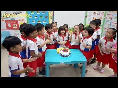 Happy Birthday Song In English and Chinese. Kids Singing Happy Birthday Song