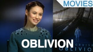 Olga Kurylenko and Joseph Kosinski 'Oblivion'