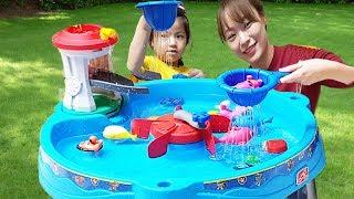 물놀이는 너무 재밌어요!! 서은이와 유준이의 퍼피하우스 워터 테이블 아기상어 물총 Pretend Play with Paw Patrol Water Table Toys