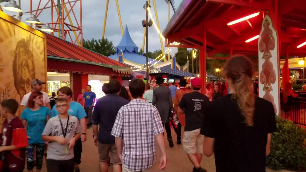Busch Gardens Williamsburg Howl O Scream 2016 Sideshow Square At Dusk Youtube