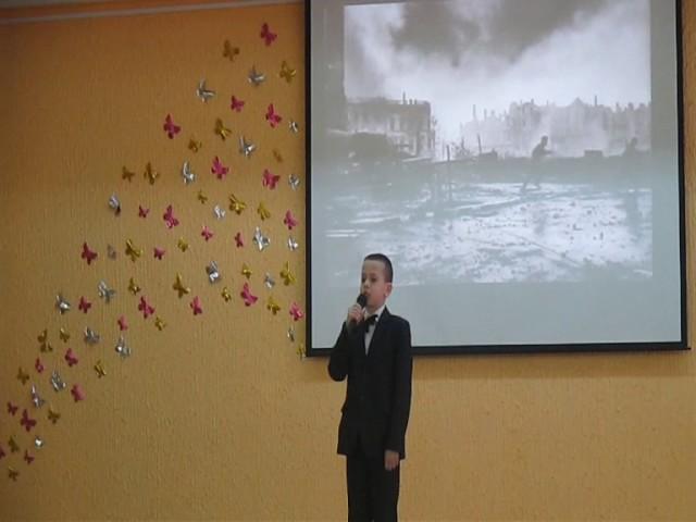 Изображение предпросмотра прочтения – МаксимШаров читает отрывок изпроизведения «Рассказ танкиста» А.Т.Твардовского