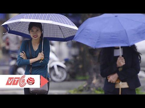 Người Hà Nội run run trong mưa lạnh  | VTC