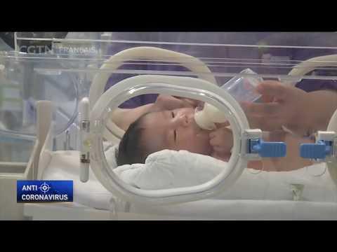 Des nouveaux-nés hospitalisés en unité de soins intensifs à l'hôpital Tongji