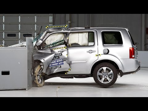 2014 Honda Pilot driver-side small overlap IIHS crash test