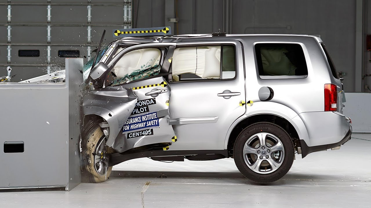 2014 Honda Pilot driver-side small overlap IIHS crash test - YouTube