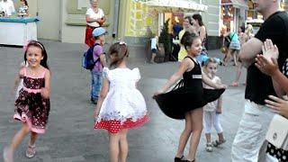 Оц-тоц первертоц, бабушка здорова, Одесса. Танцуют все! / Odessa Songs, Deribasovskaya Street
