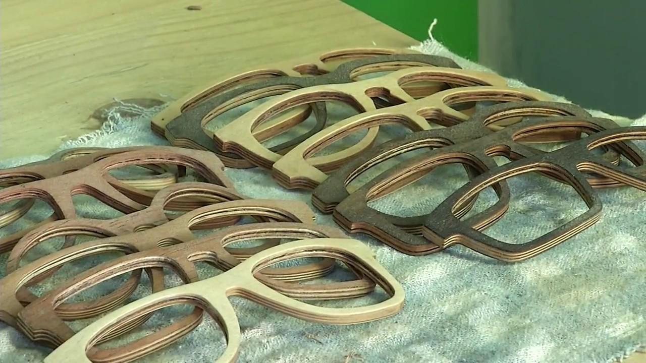 Como são feitos os óculos de madeira artesanal!!!! - YouTube 0e3cb36214
