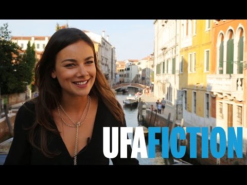 Mit JANINA UHSE in Venedig (Interview zu DONNA LEON, 2017) // UFA FICTION