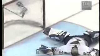Mats Sundin Knocks Out Grant Fuhr with one shot