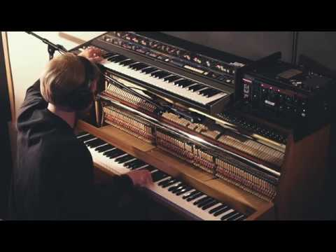 faux-tales-beacon-piano-jupiter-6-live-version-faux-tales