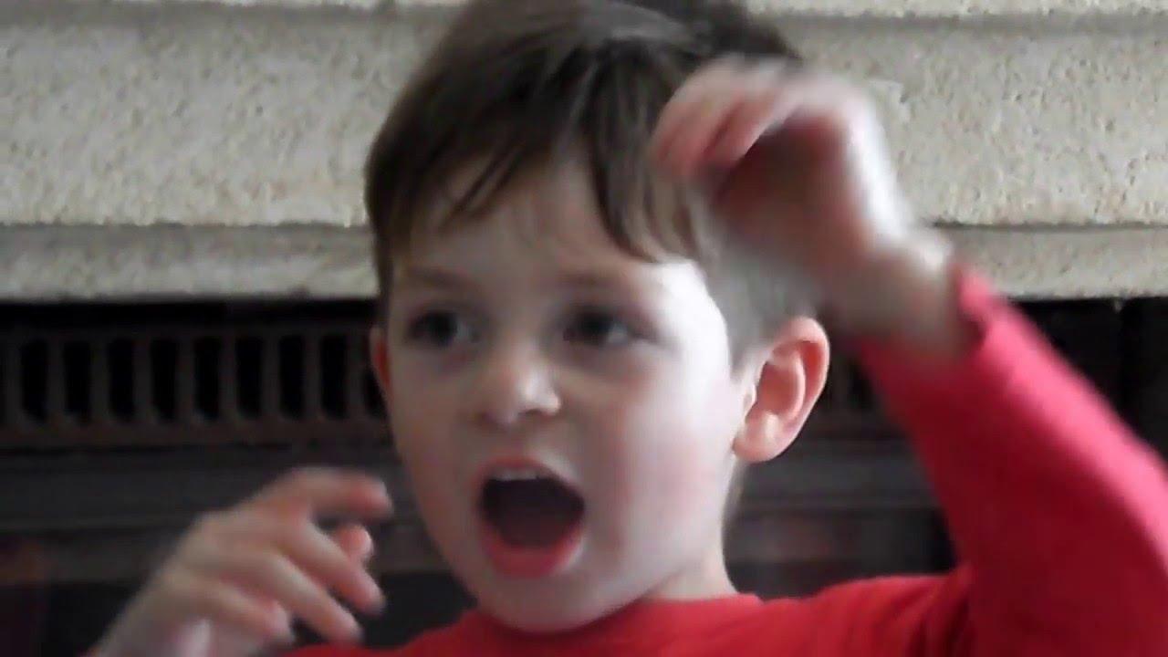 enfant de 4 ans qui chante la marseillaise