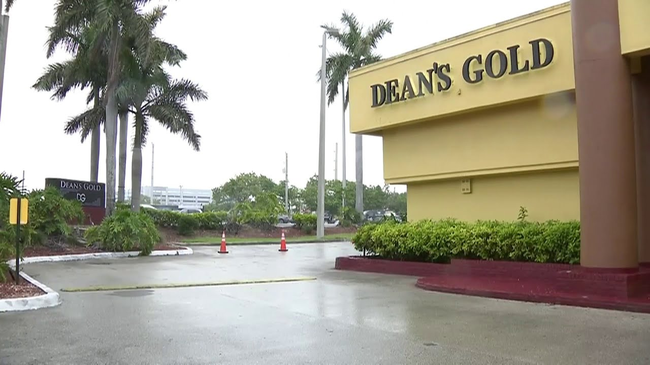 Commissioner took bribes from Dean's Gold strip club owner, prosecutors say