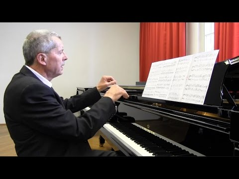 Piano Masterclass | Playing Scales: The important Role of the Thumb