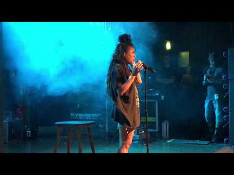 Jessie Reyez - Apple Juice - Live at Scala 2018