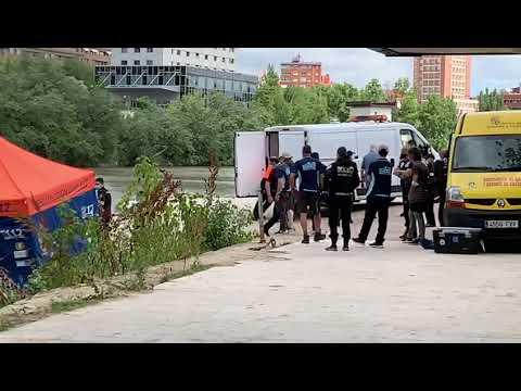 Levantamiento del cadáver del hombre 36 años hallado muerto en el río