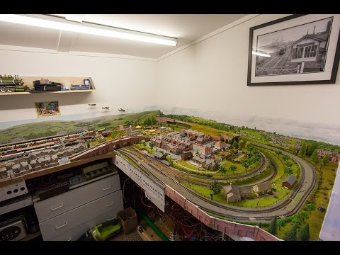 N Gauge Train Shed  October 2016