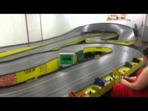 Wing slot car