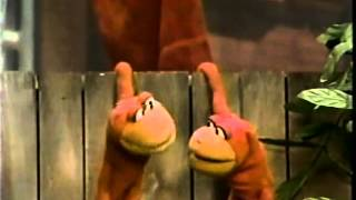 Sesame Street - Joey and Davy Monkey Search for Bananas