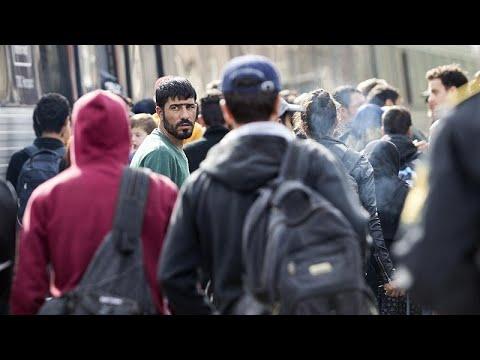 شاهد: مظاهرة أمام مقر البرلمان الدنماركي ضد قرار سحب إقامات لاجئين سوريين…  - نشر قبل 24 ساعة