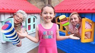 Komik Dondurmacılar - İce Cream House Pretend Play Öykü and Grandma - fun kids video Oyuncak Avı