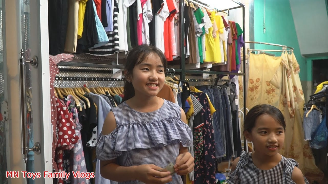 Hồng Anh Đi Mua Quần Áo Với 500k - MN Toys Family Vlogs
