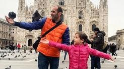 ემილია მშობლებთან ერთად მოგზაურობს
