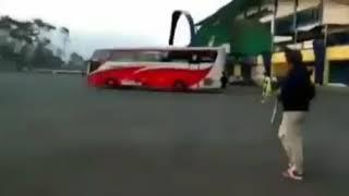 Gambar cover Bus Persib Bandung diserang dan Diteror!!!