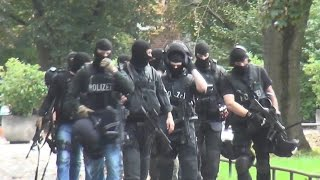 Amok-Alarm an Gymnasium in Köln löst SEK-Großeinsatz aus am 20.10.2014 + O-Ton